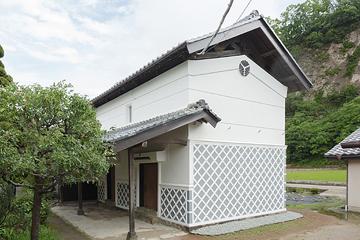 竣工・南西面 古式な置き屋根式の蔵