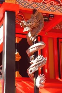 本殿に設置された「登り竜」