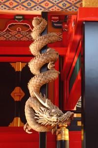 「下り竜」 元は昭和30年に焼失した神楽殿にあったが、複製を作って今は本殿に設置