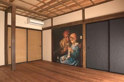 「ミレーの間」元は床の間のある8帖の座敷 床の間は撤去、畳は板の間に、壁には一間四方大のミレーの絵が貼られた