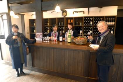 ご来場の方にワインorジュースを1杯プレゼント! 弊社スタッフが法被姿でサービスさせて頂きました