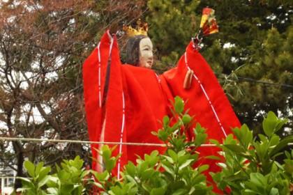 九神像の紅一点「御姫様」が舞芸を披露