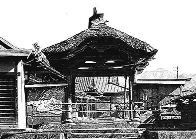 昭和の中頃まで大善寺に建っていたという唐門の写真