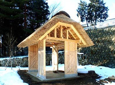 屋根工事が完成した「わかひこ亭」