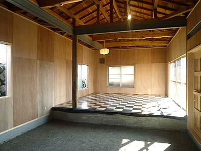 完成した作業小屋内観、完成していない土間や壁はDIYによって仕上げていく予定