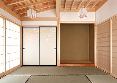 和室8帖と床の間、天井は構造体を見せるデザイン