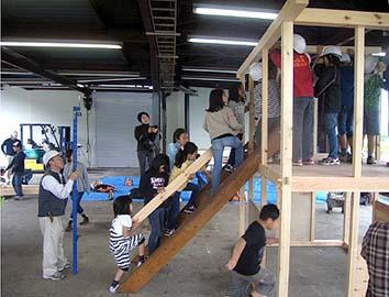 棟梁の指示で建て方は怪我も無く順調に進みました