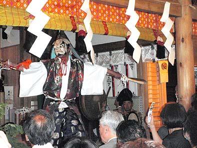 式典中、山梨岡神社の神楽が奉納されました