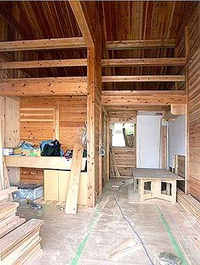 オール杉材でできた震災仮設住宅 Aタイプ内観 ロフトも備わる