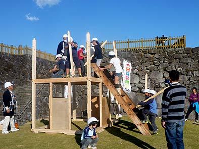 作業は進み、二階の建て方が始まった
