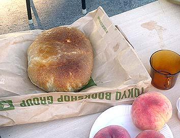 焼きあがったパン、香ばしくてたいへん美味でした
