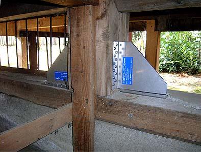 ダンパーは柱と土台が直交する部位に取り付ける
