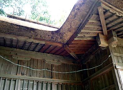 入り隅の谷は気象条件が厳しいために傷みが激しく、垂木・野地板・隅木といった木部も修理されました
