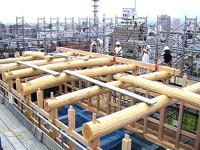 8月28日 二階の小屋梁を架ける
