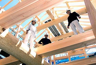 9月8日 伝匠舎のスタッフ 右から井上棟梁、大工の松永、監督の松崎
