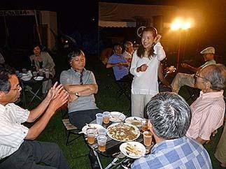 天候にも恵まれて夕食は野外でバーべキュー、楽しい懇親の場になりました