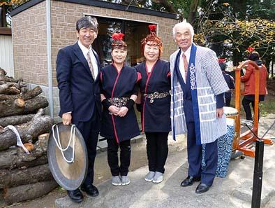 向って右から藤巻(建設委員長)様、風間さん、岩下さん、弊社社長の石川。