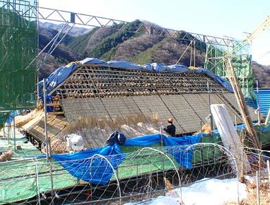 茅葺き屋根工事が始まりました