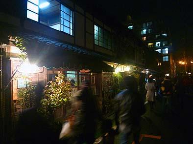 メイン道路を入った路地に古民家(登録文化財)喫茶店がありました