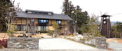 敷地の東側に造られた見晴らし台、前沢集落のランドマークになりました