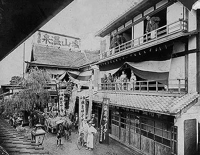 塩山温泉「広友館」のにぎわい( 昭和初期 池田友一所蔵)