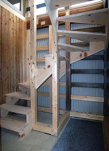 修理された回り階段