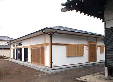 本堂の西隣に木造平屋建ての客殿が完成