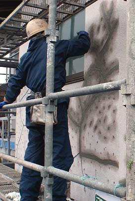 さらに樹脂モルタルを掛ける。これに塗装工事を行って完成。