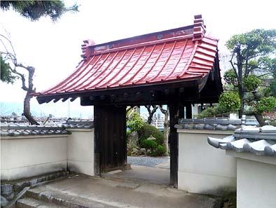 修理工事が完成した山門屋根