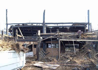 解体処分された峡東地域の甲州民家。解体現場から大黒柱と梁組を譲り受けた