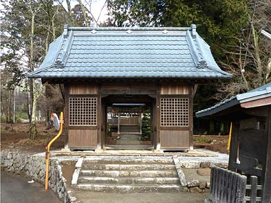 修理工事が完成した随神門(正面)