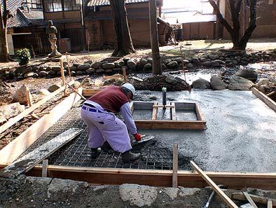 鉄筋コンクリートによる耐圧盤基礎を施工する