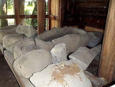 本殿の真下に隠されていた本物の船石