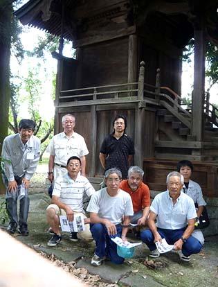 氏子総代地区役員が会して記念写真