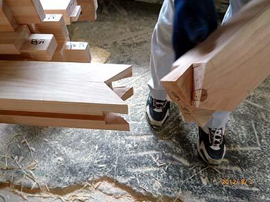 柱の婆娑羅(ばさら)継ぎ、大阪城の門に使用されていた大変めずらしい継ぎ手
