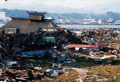 3・11震災で流された尾形家住宅の惨状