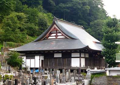 修理工事が完了した長安寺様の本堂。