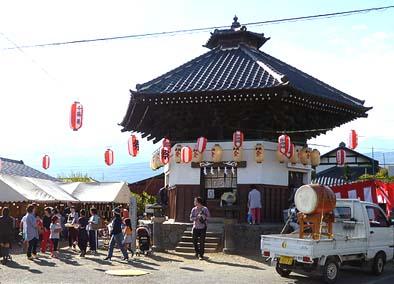 南ア沢登地区で行われた六角堂切子祭典の様子