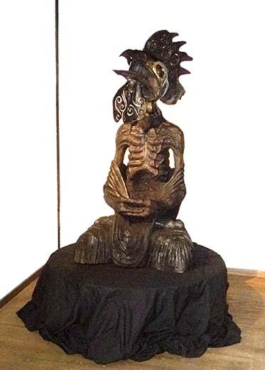 彫刻家 森田太初氏の作品 人間の背丈ほどもある鶏で、大変印象深い作品でした