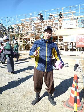 弊社が大工育成塾からお預かりしている塾生の松永君、実は松永棟梁のご子息です。お父さんから受け継いだ物づくりのセンスは抜群で、今回の修了制作でも常にリーダー的存在でした。