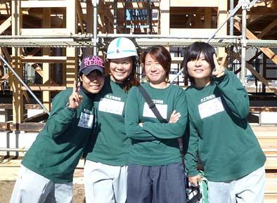 大工育成塾「桂組」にも、こんなに美しい4人の大和撫子ががんばって勉強しています。