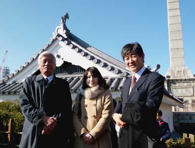 左から文化財建造物保存協会の佐々木理事長、同じく技術職員の稲田さん、弊社社長の石川