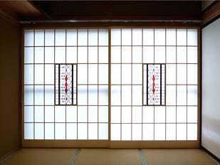 西側の窓に立て込んだ2本の障子、何気ない和室が特別の6畳間になりました。