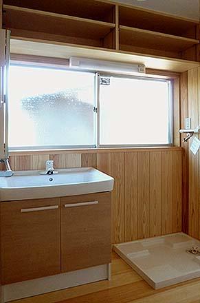 竣工 洗面脱衣室 内装仕上げをやり直し、洗面化粧台を取り換えました。