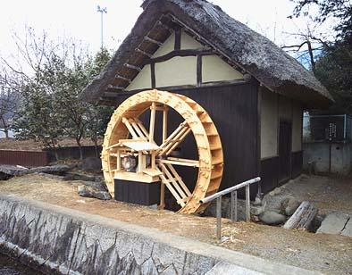 水輪が新しくなった藤木水車外観