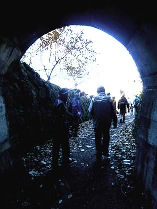 忘れられたトンネルを抜けると・・・!