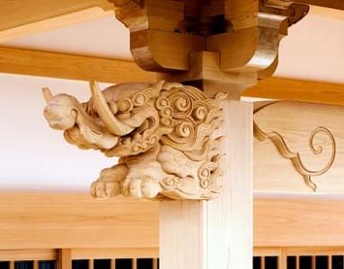 向拝の彫刻は「獏(ばく)」、象(ぞう)にも似ていますが象には足がないとも言われます・・・