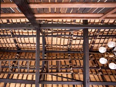天井を見上げると竹の下地が見えます。