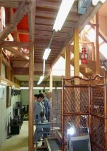 工房とギャラリーの内部。