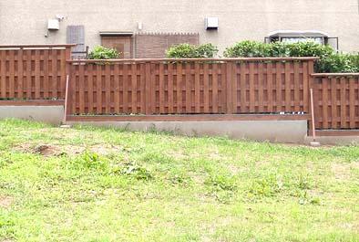 隣地との境界の大和塀。近景。